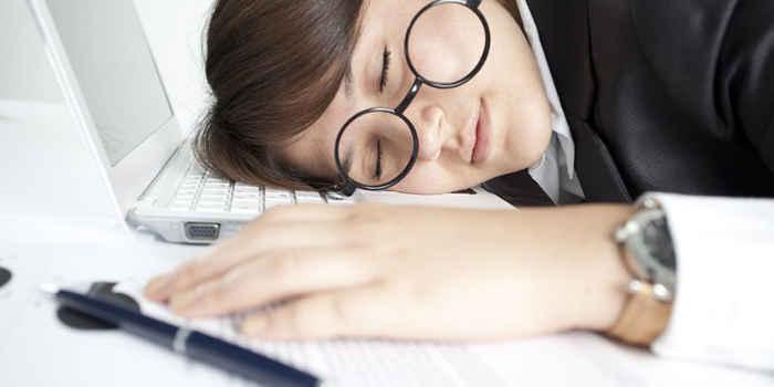 寝不足だと◯◯kcalも摂取しやすい!?寝不足で太る理由