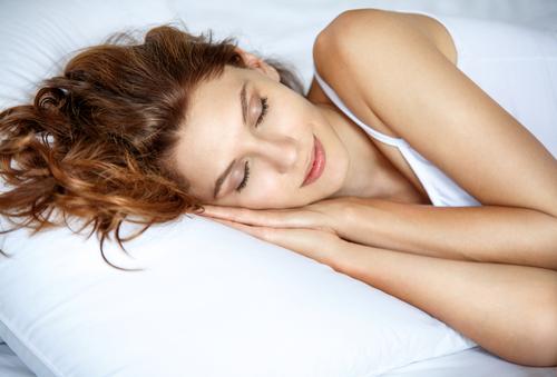 電気を付けたまま寝ると2倍も太りやすく!