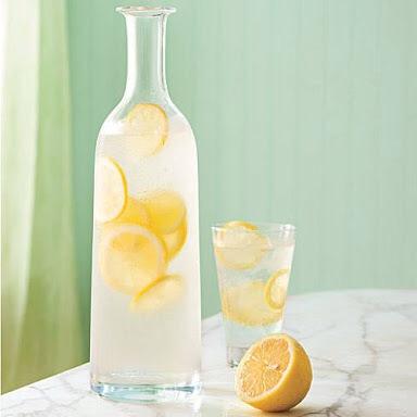 セレブにも大人気!レモン水でデトックスしてダイエット